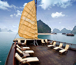 Luxury cruise on Halong Bay, Vietnam