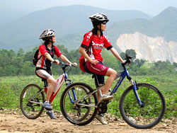 Mai and Hien Cycling Mai Chau
